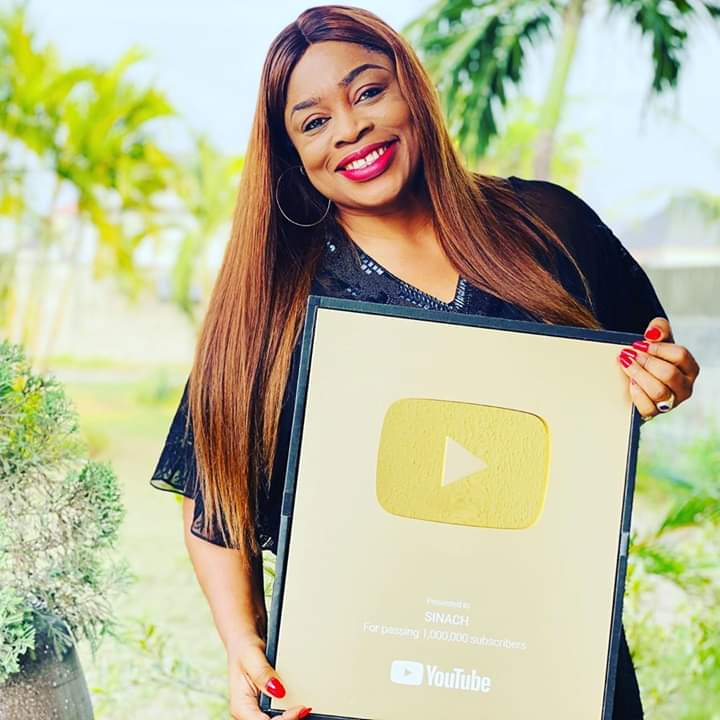 Sinach Receives a YouTube Award