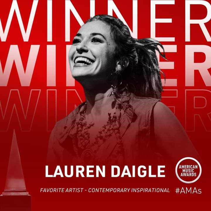 Lauren Diagle Wins at the #AMAs