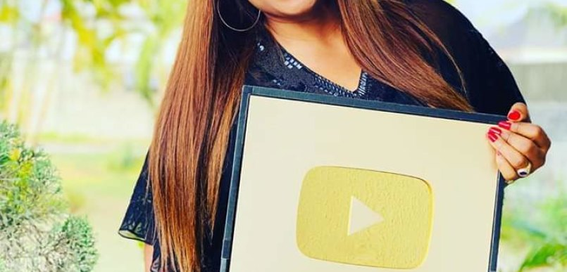 Sinach Receives a YouTube Award